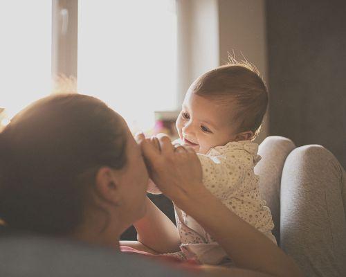 Bild zum Artikel An der Mutterbrust Vertrauen lernen